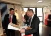 Willkommen in der Familie Wolfgang Allgäuer überreicht Adrian Hasler die Hoval Willkommesbox LIECHTENSTEINER REGIERUNG BEI HOVAL OVAL (21)