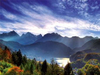 Berge-Wasser-Land
