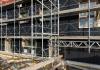 25_Wo 52 Dünnschicht-Solarzellen für Fassade werden montiert