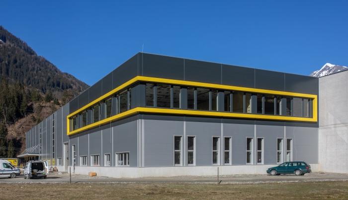 Produktionshalle-Waermepumpen_Hoval-iDM